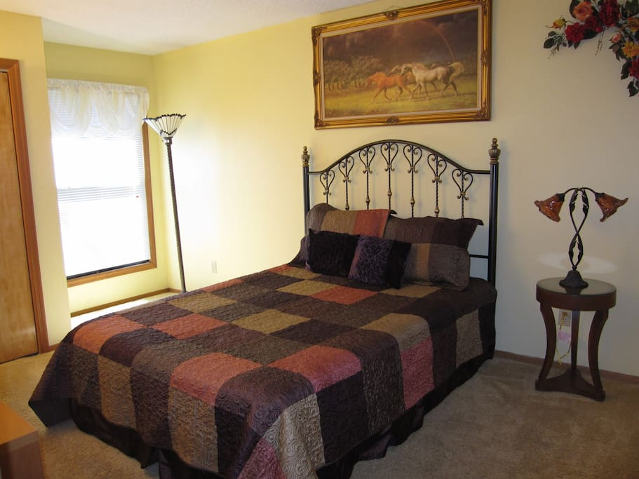 1 OF 4 BEDROOMS ALL HAVE HDTVS WITH PREMIUM SATELLITE CABLE