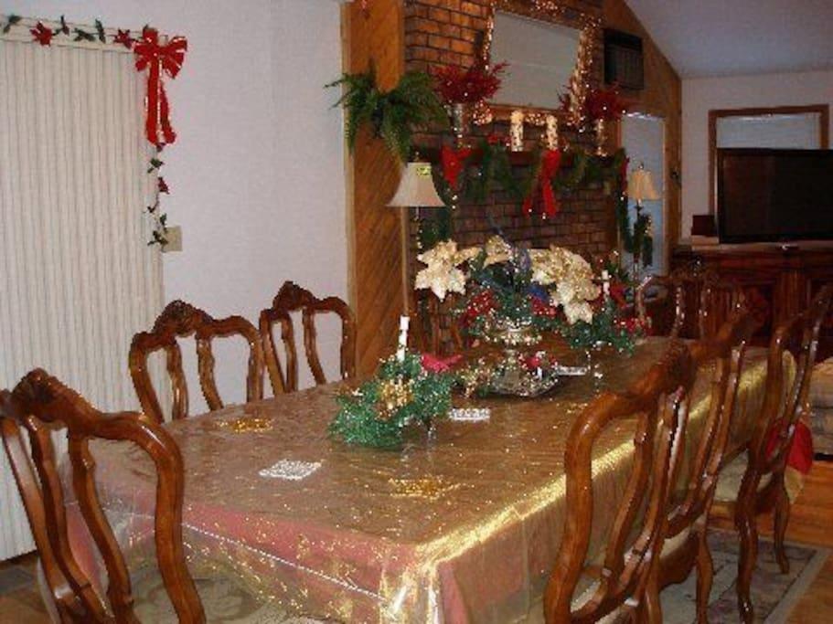 DINNING ROOM SITS 12