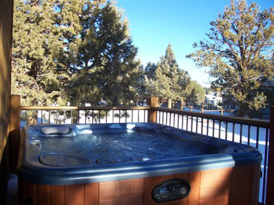 Bear Loop Castle Deck With Hot Tub And Barbecue