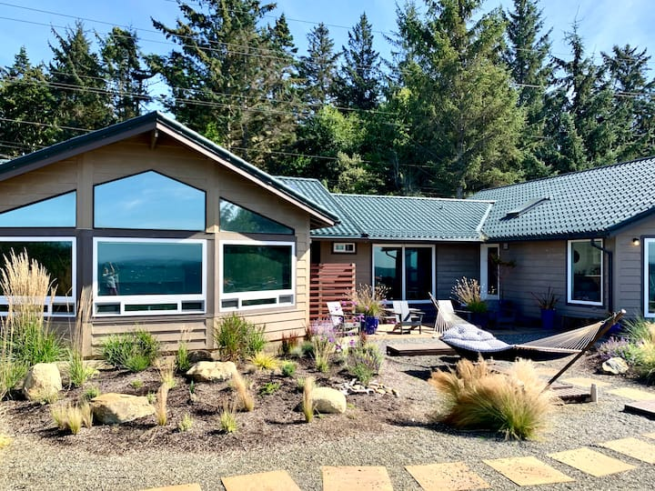 New listing! Beautiful 2 Bedroom Beach House