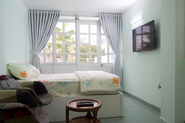 Private room 1 with balcony in district 3
