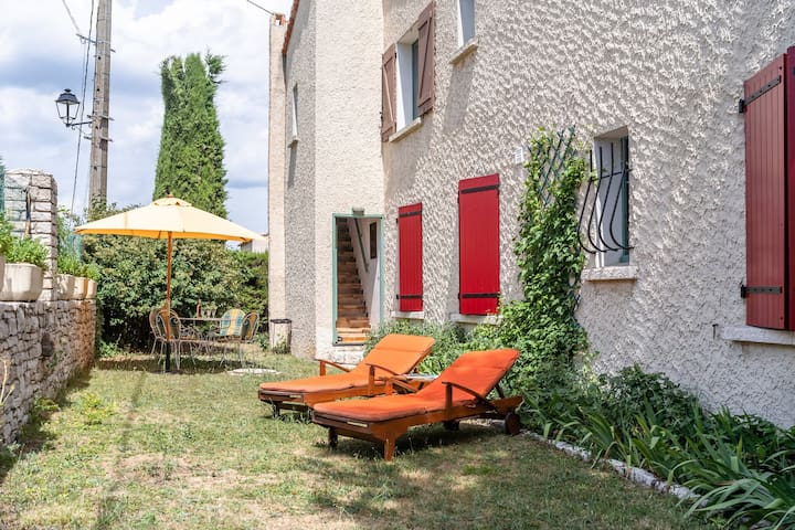 Cosy Apartment in Vachères with Private Garden