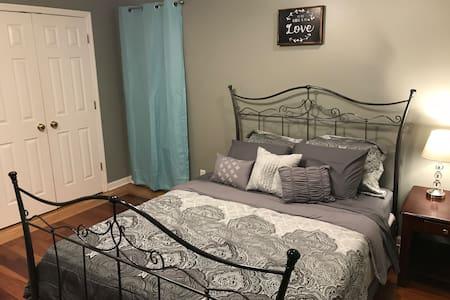 Cozy and Quiet, Room No. 1