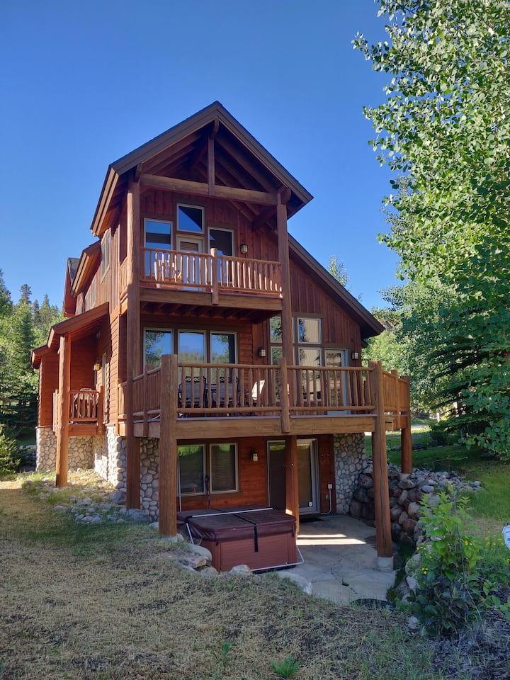 Detached Home on Raven Golf Course with Hot Tub