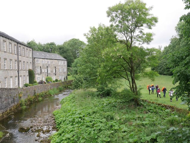 Airton Mill - Riverside Apartment in Malhamdale