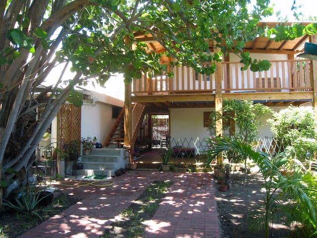 Appartement maison de plage - RdC - l'Étang-Salé les Bains - Byt