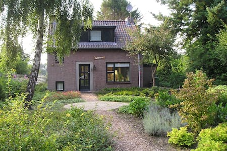 authentiek familiehuis bij het bos - Dwingeloo - House