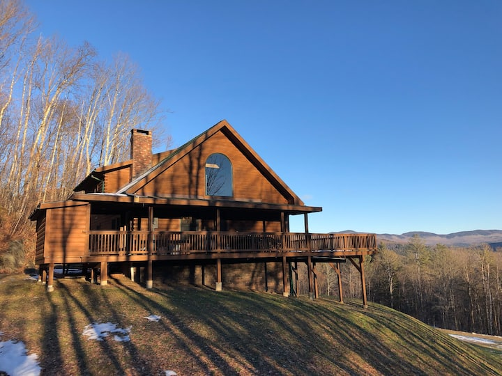 Secluded Log Cabin with Unrivaled Views!