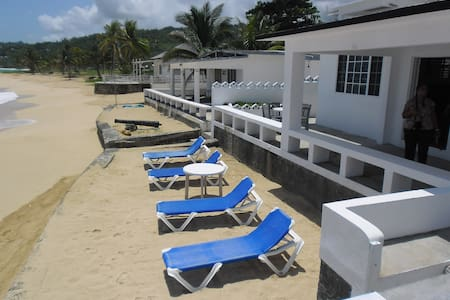 Relaxed Caribbean Beach House - Long Bay - Talo