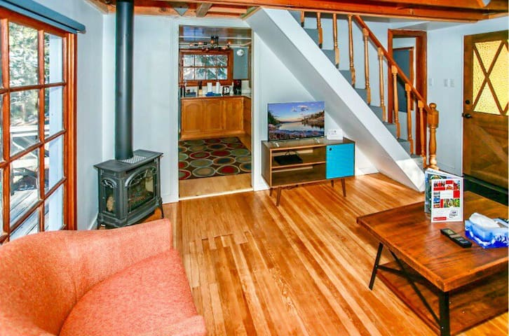 Trendy Escape minutes from the Lake and Mountains