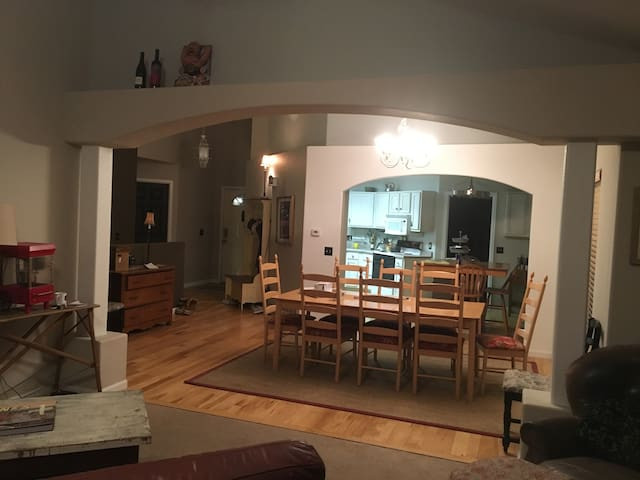 Beautiful New home - PERFECT for larger families! - Wheat Ridge - Rumah