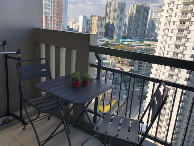 Fully furnished one bed condo daily weekly monthly