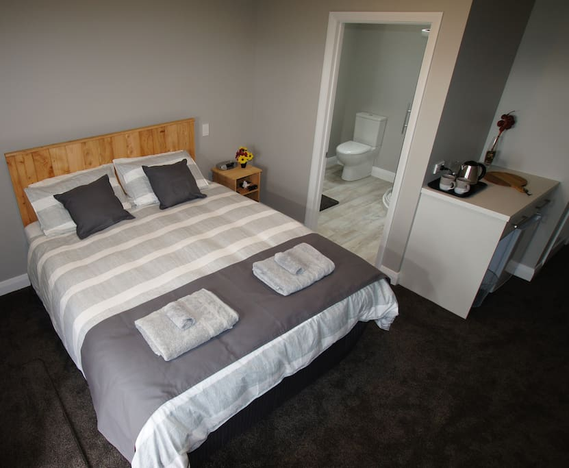 Bedroom with king size bed and ensuite
