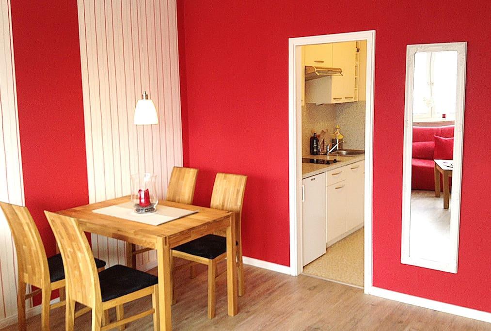 Tipp fewo kompllift balkon sauna apartments for rent for Balkon teppich mit tapete sauna