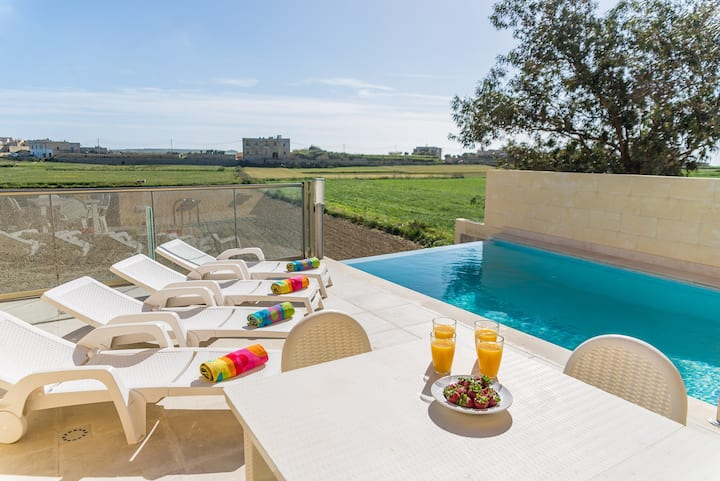 Ta' Dbiegi - Villa with Infinity Pool & Countryside Views