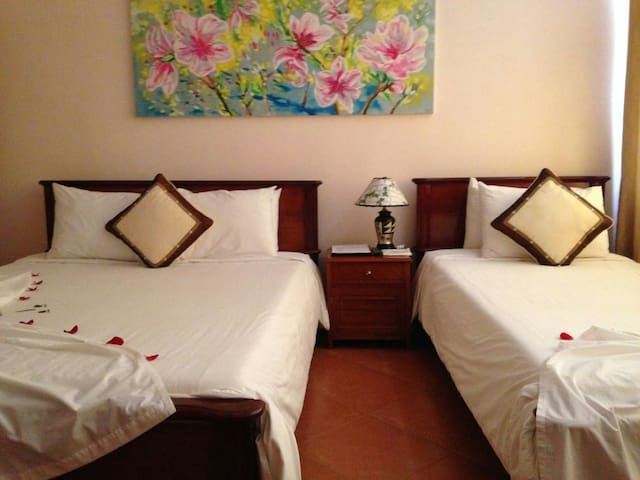 Duc Hung Diamond Room in Hue