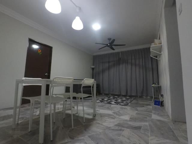 Home stay Gurney Height Condominium (Room)