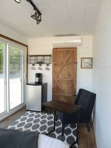 Tiny Container Home Only Minutes From Attractions - Lithia Springs