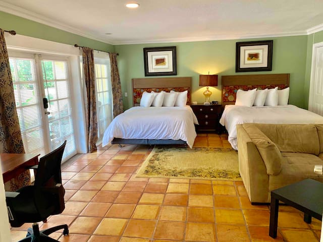 Pool Suite With Private Entrance & Full Bath
