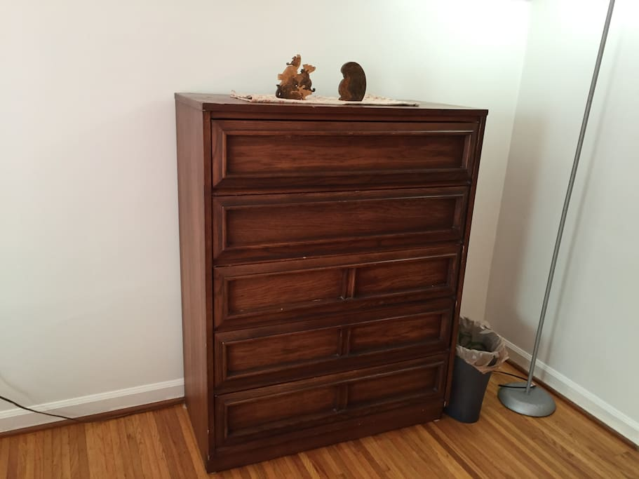 Close up of 5-drawer chest/dresser.