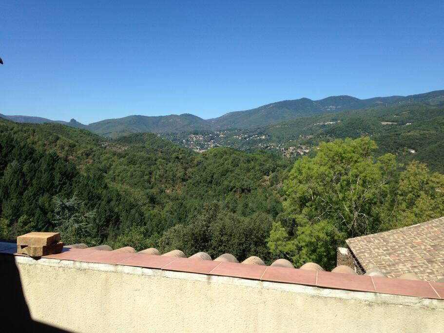 Une vue imprenable sur le Vigan depuis la terrasse principale