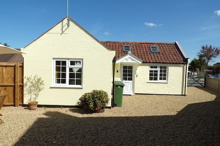 Holly Tree Cottage - 24hr deep clean - Nov to Jan