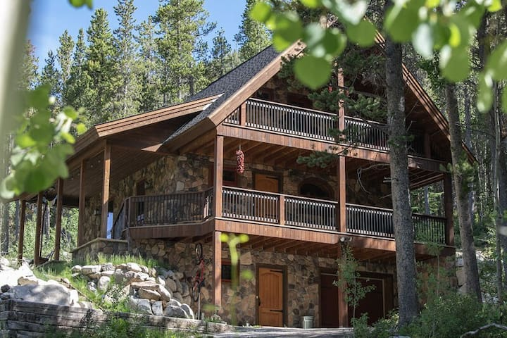 Monarch Crest Chalet -3 miles from Monarch Ski Area and Monarch Crest Mtn. bike