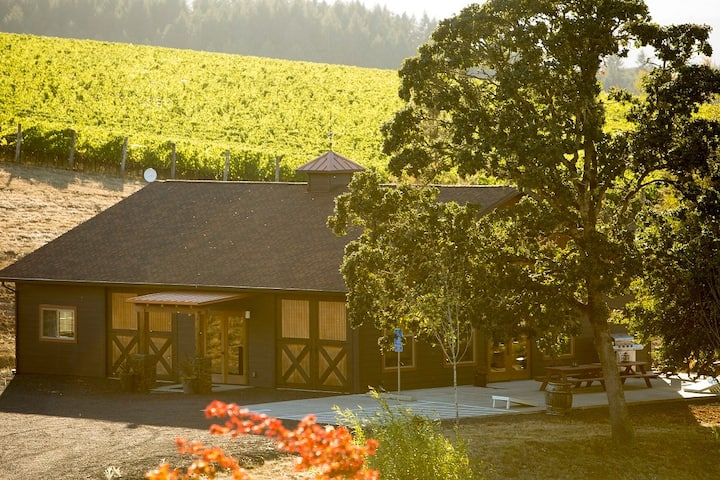 Enchanting Wine Country Lakehouse