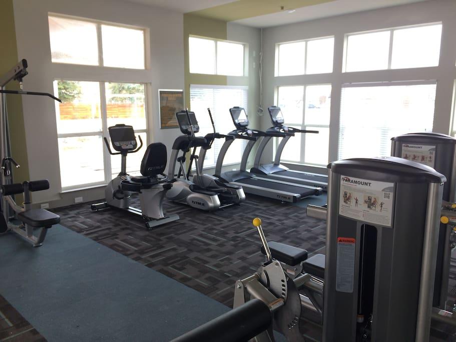 24 Hr Fitness