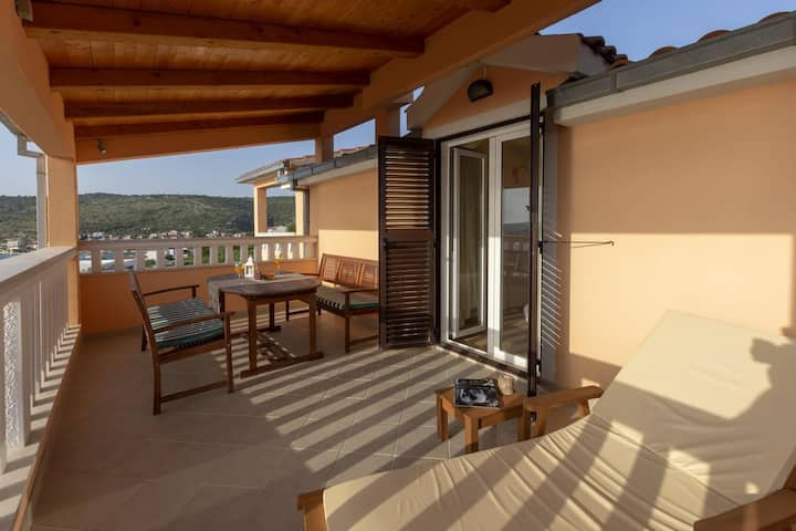 Four bedroom house with terrace and sea view Ražanj, Rogoznica (K-17071)