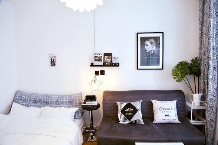 【1号房】西湖边地铁口河坊街私家影院精致两床一居室