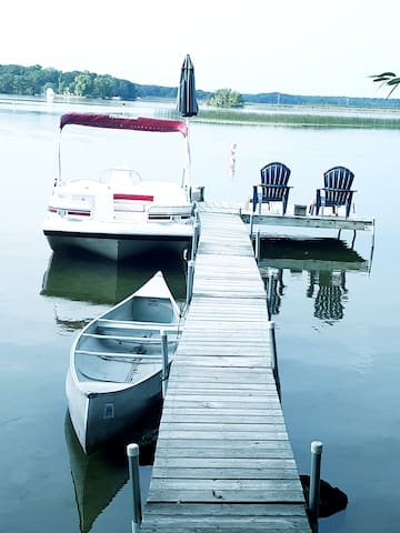 BEAUTIFULLY UPDATED LAKE HOME SLEEPS 15 BOATS INCL