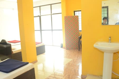 iROOMZ Hotel Gananjaya Dormitory 12 Bedded Room
