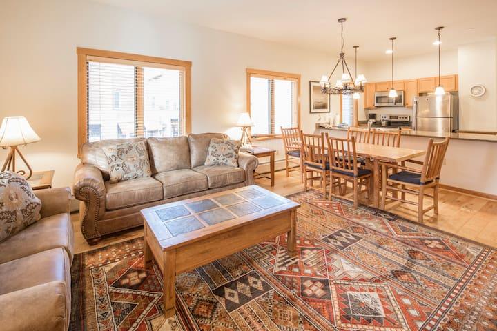 8125 | Corner unit, wood floors, huge floor plan.