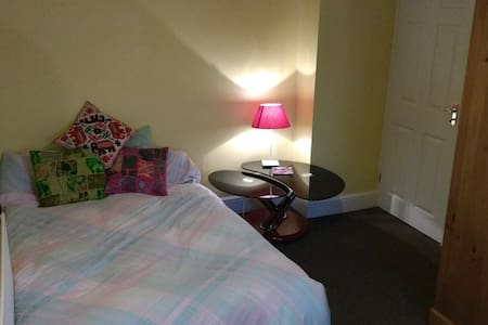 Double Room close to Airport & Idyllic Town - Saffron Walden - Haus