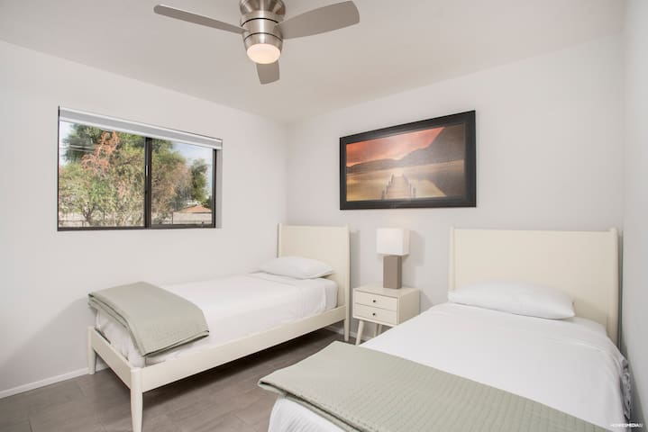 4th Bedroom - 2 twin beds