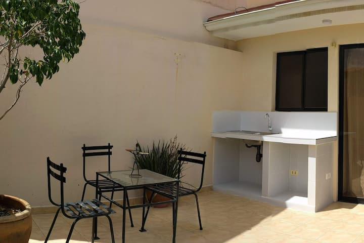 Departamento en terraza con bellas vistas.