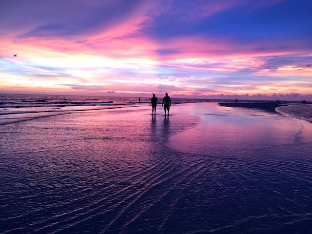 Worlds Best Sunsets - 2 blocks to Siesta Beach