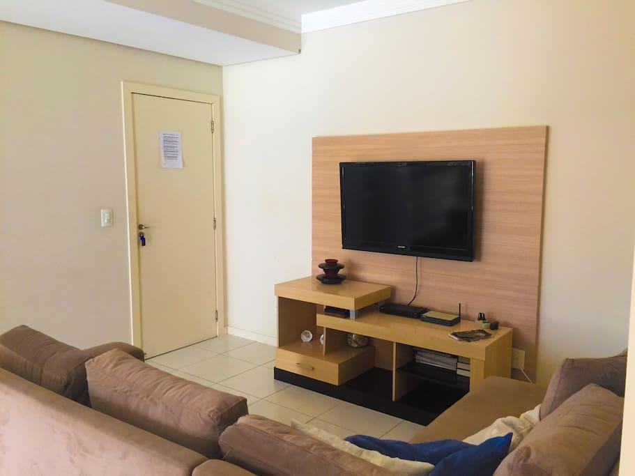 Sala de estar com tv à cabo e wifi - Sala de estar con TV por cable y wifi.