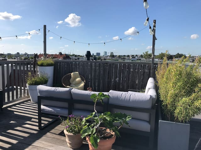 Lovely city apartment with roof terrace!