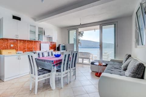 Seaside Apartment Kruce