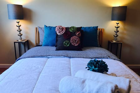 Private Room, Sleeps 4: Napa Sonoma or Ferry to SF