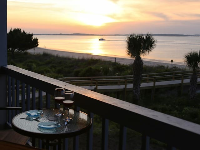 Beachfront Condo with Unobstructed Ocean view, King Bed and beautiful community Pools - Beach Racquet A219