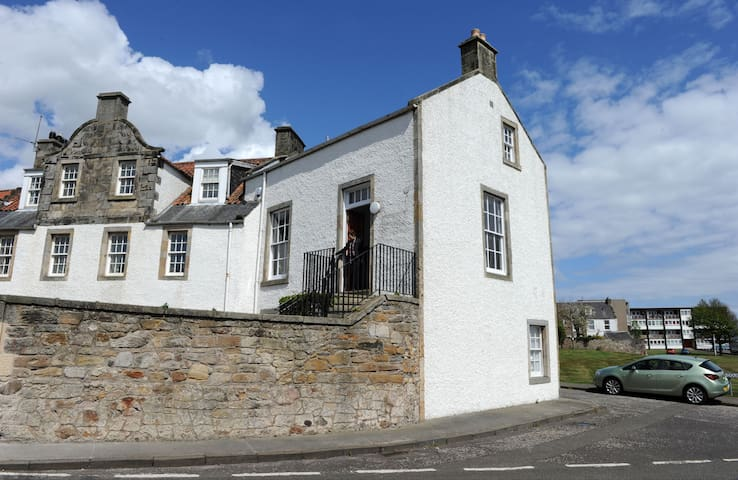 Charming Apartment on Fife Coast with Seaview