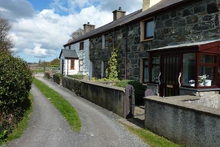 Cosy Cottage Caeathro, Caernarfon - Caeathro - 独立屋