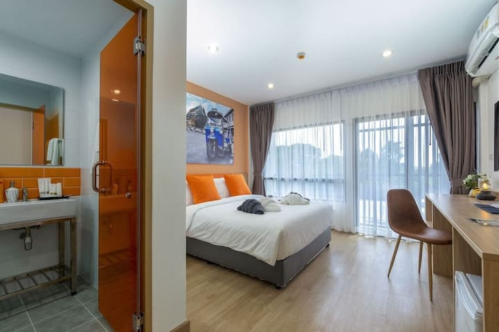Vivid Space w/ King Bed nearby Don Mueang Airport