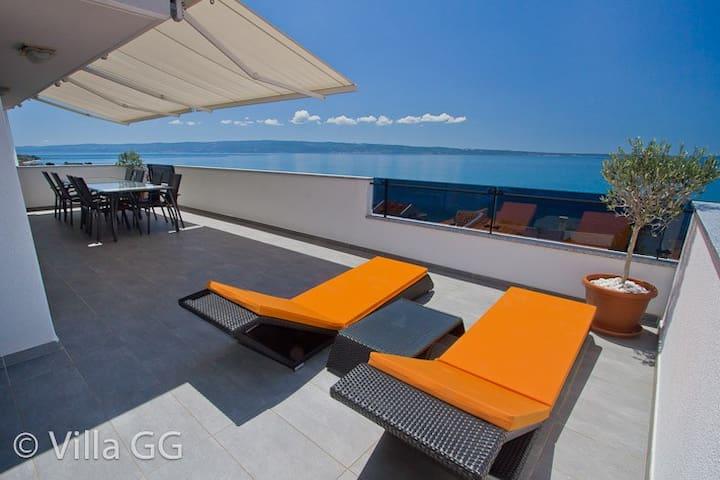 Villa GG: Top Floor penthouse unit