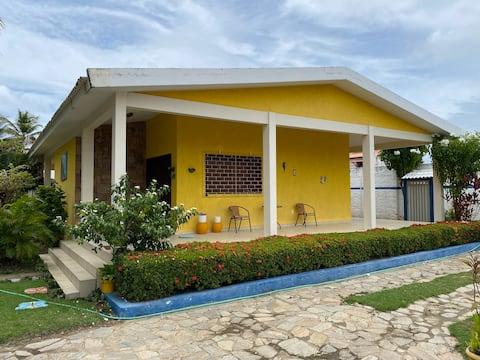 Casa estilo Chacara a 300 metros da lagoa.