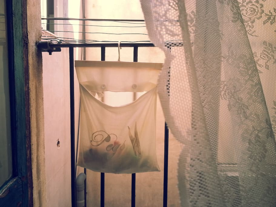 charming room at gothic quarter wohnungen zur miete in. Black Bedroom Furniture Sets. Home Design Ideas