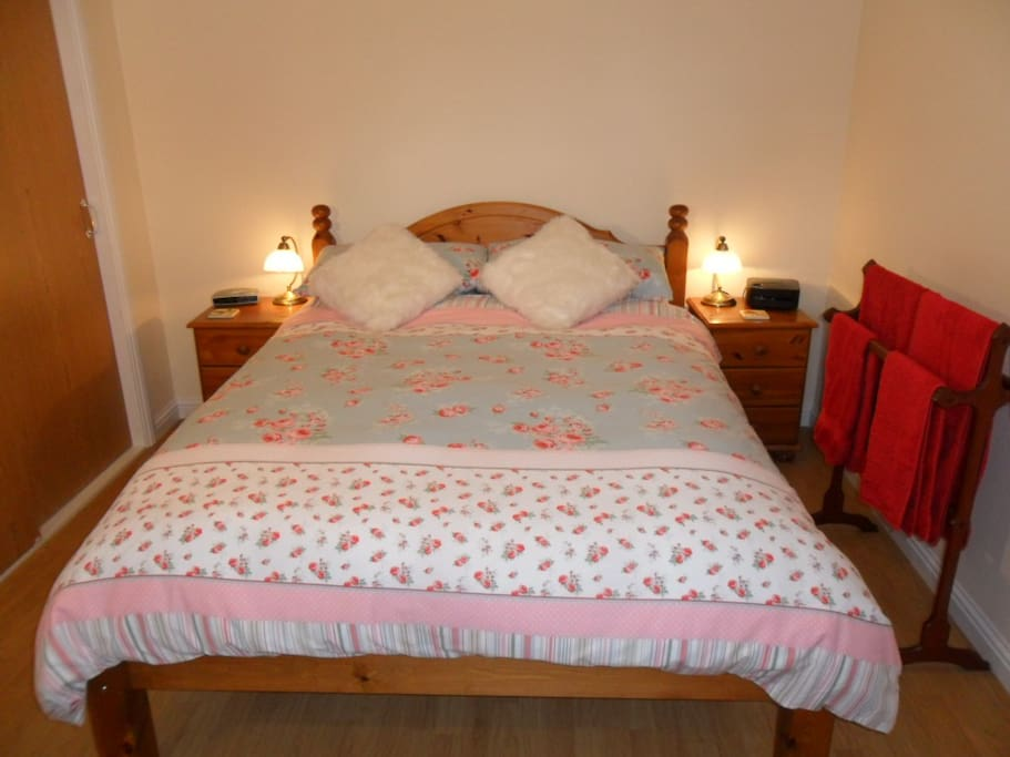 Confy double bed, with duvets, pillows, linen and towels provided